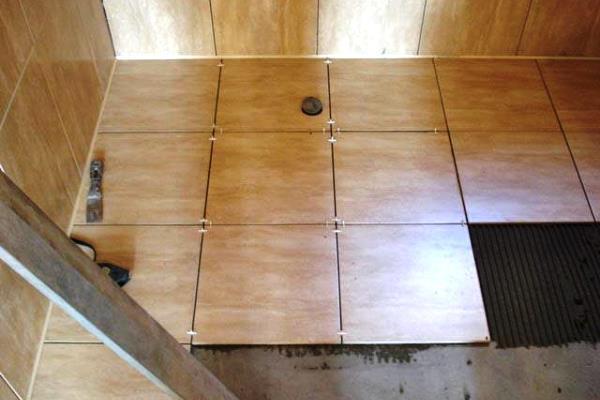 Как правильно положить плитку на пол своими руками